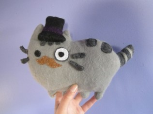 Tutorial: http://es.cutoutandkeep.net/projects/pusheen-plushie